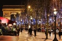 12月のシャンゼリゼと凱旋門/夜景