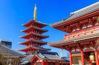 東京都 浅草寺 宝蔵門と五重塔