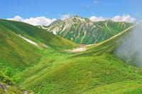 岐阜県 弓折岳から双六小屋と鷲羽岳