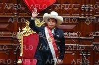 ペルー、カスティジョ氏が大統領に就任