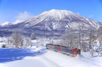 長野県 しなの鉄道と黒姫山