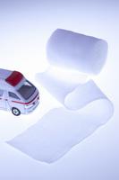 救急車のミニカーと医療品