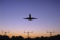 イギリス ロンドン ヒースロー空港 着陸するボーイング767旅...