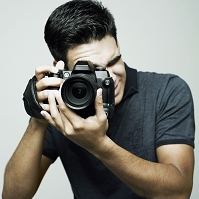 写真を撮るカメラマン