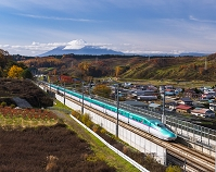 岩手県 東北新幹線はやぶさと岩手山