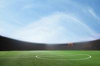 サッカースタジアムと青空