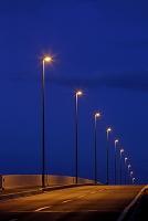 埼玉県 夜の橋と街灯