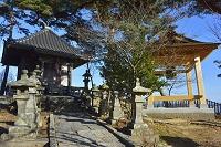 多聞山毘沙門堂と修復した鐘楼