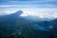 本栖湖,精進湖付近より富士山