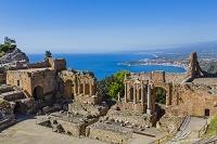 イタリア シチリア州 タオルミーナ ギリシャ劇場とイオニア海