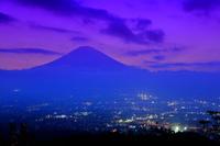 静岡県 乙女峠付近から御殿場市街と富士山の夜景