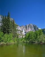 アメリカ・ヨセミテ国立公園 マーセド川とヨセミテ滝