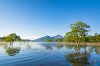 福島県 朝の桧原湖と磐梯山