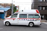 急行する救急車