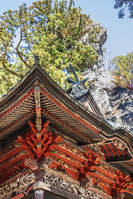 榛名神社の本殿と御姿岩
