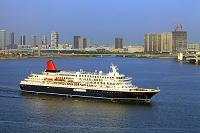 東京都 東京港を航行するにっぽん丸