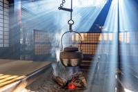 長野県 囲炉裏端の光 冬至の日差し