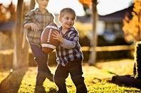ラグビーをする男の子