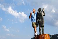 放火被害のメラニア夫人像 銅像で故郷に再び登場