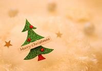 緑色のクリスマスツリーのオーナメント