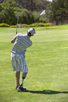 ゴルフ 義足を付けた外国人ゴルファー