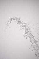 空中を飛ぶ水