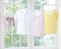 窓辺に干された洗濯物