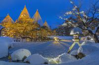 石川県 雪の兼六園のライトアップ