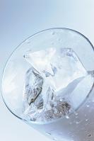 グラスに入った氷
