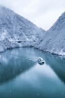 富山県 飛越峡合掌ラインから庄川の雪景色