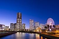 神奈川県 横浜 みなとみらいの夕景