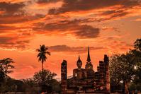 タイ 夕焼けのスコータイ歴史公園