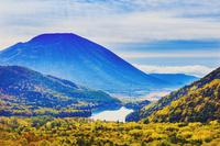 日本 栃木県 奥日光 朝の男体山と湯の湖