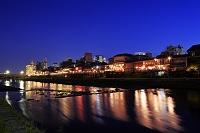 京都 鴨川納涼の夜景