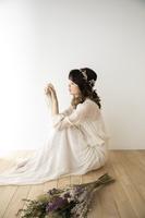 ヘッドアクセサリーを付けた日本人女性