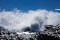 千葉県 岩礁に打ち付ける波