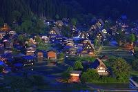 岐阜県 白川郷 夜の合掌集落と水田