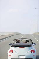 オープンカーでドライブ