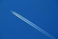 三重県 青空とジェット機