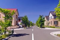 北海道 モダンな住宅街の十字路