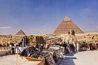 エジプト ギザ ピラミッドと土産物屋