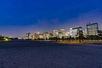 夜の皇居前広場