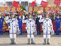 中国の有人宇宙船「神舟12号」打ち上げ