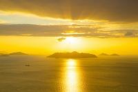 広島県 朝日と瀬戸内海