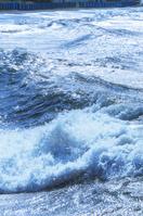 冬に吹く南西の強風「いなさ」で大荒れの波