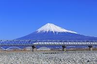静岡県 新幹線と富士山