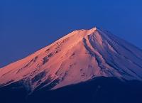 山梨県 赤富士 河口湖から望む富士山
