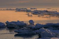 北海道 朝焼けのけあらしと流氷