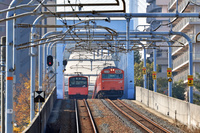 大阪府 大阪環状線 すれ違う201系と103系普通電車(高窓車)