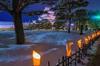 福島県 雪の鶴ヶ城の夜景 会津絵ろうそくまつり